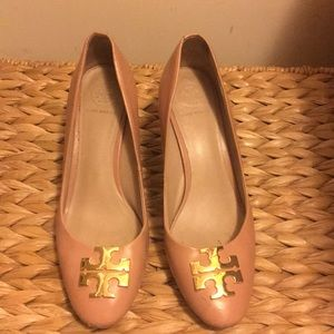 Tory Burch Raleigh Leather Pumps in Blush Oak